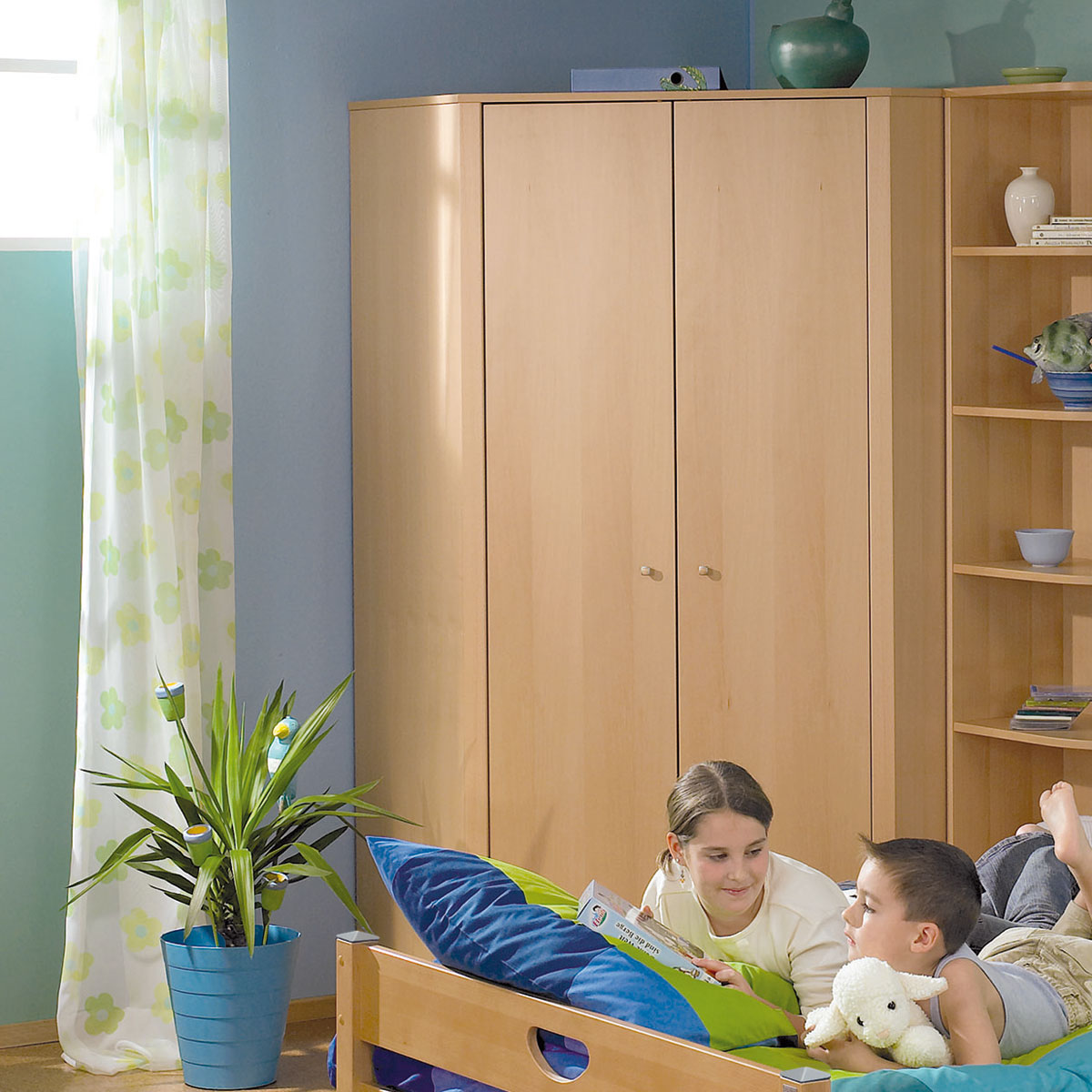 eckkleiderschrank kinderzimmer kreative ideen f r design und wohnm bel. Black Bedroom Furniture Sets. Home Design Ideas