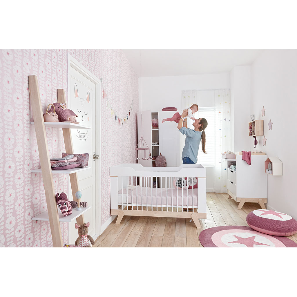 bilder babyzimmer gestalten babyzimmer fr kleines baby. Black Bedroom Furniture Sets. Home Design Ideas