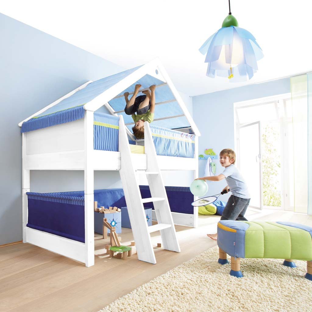haba giebel spielbett matti wei stoffverkleidung blau. Black Bedroom Furniture Sets. Home Design Ideas
